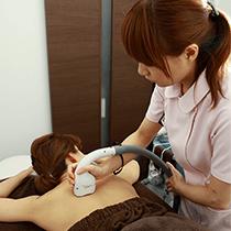 専門の女性看護師による施術